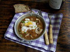 Oeufs meurette façon grand-mère Ramen, Entrees, Marie Claire, Eggs, Cooking, Ethnic Recipes, Desserts, Food, Sauces