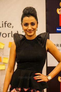 Trisha Krishnan at SIIMA 2013   Veethi
