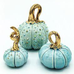 429 Likes 45 Kommentare Kristin Robran (Kristin Raab marbre Halloween Symbols, Halloween Diy, Halloween Decorations, Plastic Pumpkins, Glass Pumpkins, Ceramic Pottery, Ceramic Art, Ceramica Exterior, Diy Halloween Dekoration
