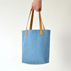 Genoa Sewing Pattern- three sizes. All bag sizes have a base and sides that are 10 cm wide.  Main face dimensions of the bag are as follows; Small      - 29 x 20.5 cm Medium  - 39.5 x 30 cm Large      - 49.5 x 41.5 cm Handle lengths; Short - 54 cm Long - 74 cm  Handle widths; Narrow - 2 cm Wide     - 3 cm