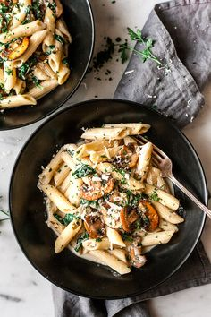 Creamy, garlicky, one pan mushrooms pasta. Basic ingredients and only 30 minutes to make. Vegetarian.