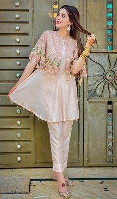 Party Wear Indian Dresses, Pakistani Fashion Party Wear, Designer Party Wear Dresses, Kurti Designs Party Wear, Dress Indian Style, Indian Fashion Dresses, Indian Designer Outfits, Indian Outfits, Casual Indian Fashion