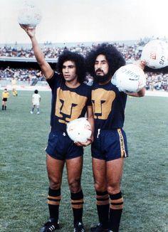 Hugo Sánchez (Pumas de la UNAM, 1976–1979 + 1980–1981, 183 apps, 99 goals) and Leonardo Cuéllar (Pumas de la UNAM, 1972–1979).