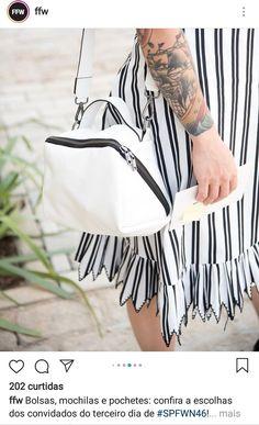 Bolsa com bom espaço é design interessante Mobile Cases, Leather Bags, Sewing Ideas, Purses And Bags, Gym Bag, Laundry, Stripes, Women, Style