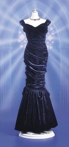 Princess Diana - Midnight Blue Velvet Ball Gown Ensemble Special Dresses, Nice Dresses, Formal Dresses, Wedding Dresses, Best Celebrity Dresses, New Years Dress, Diana Fashion, Mood Indigo, Blue Velvet