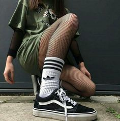 ⚡️ Grunge outfits ‼️ for more pins ✨ Mode Outfits, Grunge Outfits, Grunge Fashion, Look Fashion, 90s Fashion, Korean Fashion, Street Fashion, Casual Outfits, Fashion Outfits