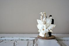 Love the back of this vintage wedding cake topper 1940s50s cake topper by DessineAToi, $72.00