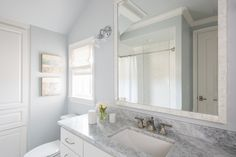 Custom Build Home Interior Design Ideas Blue Gray Paint Colors, Bedroom Paint Colors, Bad Inspiration, Bathroom Inspiration, Home Interior Design, Interior Decorating, Interior Ideas, Decorating Ideas, Dream Bathrooms