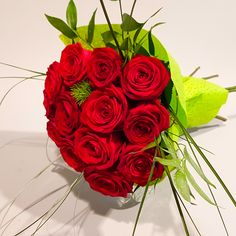 Bouquet Box, Red Rose Bouquet, Grand Prix, Red Roses, Bouquets, Boxes, Crates, Bunch Of Red Roses, Bouquet