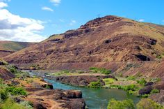 The gorgeous Lower Deschutes where SunRiver Tours does their All Day Adventure! I want to SUP there!!!