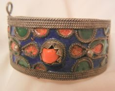 Fantastic vintage Tibetan very old bangle bracelet features a pin lock clasp close and has strong deep blue, deep forest green and coral color inlay