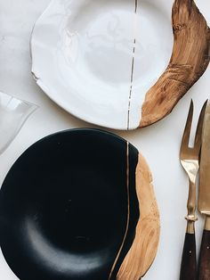 The romantic, delicate and intimate craftsmanship of the kitchenware designer …, … – Holz Tisch – Ceramic Kitchen Dining, Kitchen Decor, Kitchen Cook, Gold Kitchen, Kitchen Tables, Wooden Kitchen, Dining Tables, Design Kitchen, Diy Kitchen
