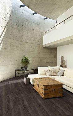 Ściany w salonie. Gładkie, z cegły czy wzorzyste.