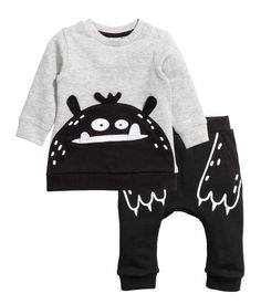 Black/monster. Set with long-sleeved top and joggers in sweatshirt fabric Top with appliqué at front, snap fasteners on one shoulder, and ribbing at cuffs