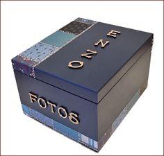 Belissima caixa organizadora de fotos em MDF,  12 albuns,  capacidade de cada album é de 36 fotos, totalizando 432 fotos na caixa. Base revestida com camurça para proteção do seu móvel.  Mantenha seus momentos organizados de maneira delicada e exclusiva.  Prazo de entrega de 7 dias uteis corresponde a uma unica unidade adquirida, em caso de aquisição de 2 ou mais caixas, o prazo pederá ser adiado, tendo em vista que trata-se de um produto artesanal.  FRETE GRATIS para todo o Estado de São…