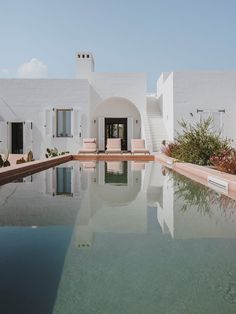 Villas for rent in Italy. feeling of intimacy and seclusion, our villas to rent show simple luxury at its best. Casa Hotel, Casas The Sims 4, The Beach People, Puglia Italy, Verona Italy, Venice Italy, Outdoor Baths, Boutique Homes, Beach Shack
