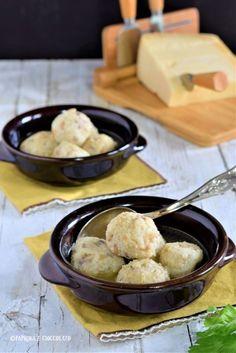 Canederli con salsiccia in brodo - Paprika e Cioccolato Spatzle, Bolognese, Tortellini, Gnocchi, Potato Salad, Potatoes, Pasta, Ethnic Recipes, Kitchen