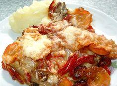 Ингредиенты на мясо под шубой:  свинина - 1 кгпомидоры - 2-3 шт.репчатый лук - 3 шт.картофель - 3 шт.чеснок - 4-5 зуб.сыр - 200-250 гр.зеленьсольперецмайонез  Приготовление мяса под шубой:Мясо вымо…