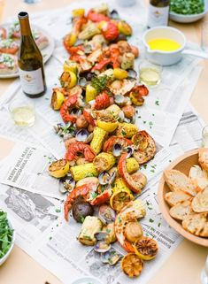 5 Outdoor Summer Dinner Party Themes To Try In 2018 Oh, summer! For me, this is the best time of the year to entertain at home, especially if you have a garden or a rooftop. Unlike holiday entertaining, outdoor summer dinner parties are much more casual a Crab Boil Party, Seafood Party, Seafood Dinner, Fish Boil, Crawfish Party, Lobster Boil, Lobster Bake Party, Seafood Boil Recipes, Seafood Bake