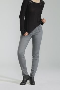 The Comfort Legging / Le Legging Confort Denim Outfit, Denim Pants, Blue Jeans, Business Casual Outfits, 3c, Jeans Style, Celine, Cool Outfits, Leggings