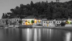My vacation in this paradise-place will end today. I will miss beautiful Kyparissi and its lovely people for almost a year, until holidays next summer. A special for Conny. Color Splash, Paradise Places, Apartment Plans, Small House Design, Bye Bye, Prefab, Tiny House, Greece, Villa