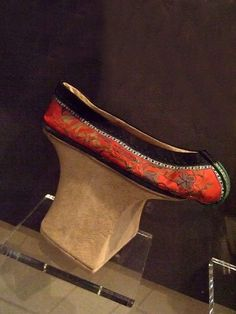 Manchu noble lady's shoe, late Qing dynasty.