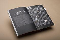 Le design éditorial du livre Komma et de sa double page noire et textes en blancs.