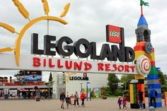 Co warto zwiedzić w Billund? Największe atrakcje dla rodzin Tech Companies, Lego, Company Logo, Legos