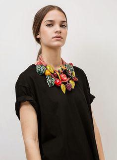 Zareando Forever: De UTERQÜE: Collar Frutas Tropical