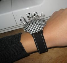 Never misplace them pins (: . Make a wrist pin cushions in under 90 minutes by sewing with fabric, felt, and hot glue gun. Creation posted by EVEnl.