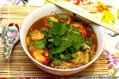 asiatisknudelsuppe01 Small Meals, Scampi, Thai Red Curry, Chili, Favorite Recipes, Ethnic Recipes, Kitchen, Noodle Soup, Cilantro