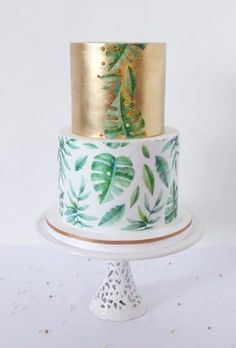 Tropical Wedding Cake Trends ★ tropical wedding cake trends smaal cake with gold dulceamelia pasteleria Wedding Cake Prices, Fall Wedding Cakes, Hawiian Wedding Cake, Fete Marie, Ocean Cakes, Gold Birthday Cake, Cake Trends, Painted Cakes, Elegant Cakes
