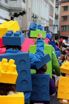 Lego costume DIY // Lego Kostüm aus Pappkarton für Karneval