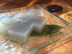 二軒茶屋は創業480年余、八坂神社鳥居内に構える豆腐田楽発祥の老舗茶屋