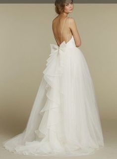I am so effing OBSESSED with this amazing wedding dress. Wow.