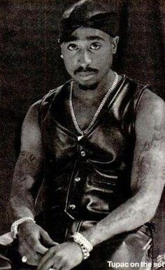 12 May 1996 on the set of All About U Tupac Photos, Tupac Pictures, Arte Hip Hop, Hip Hop Art, 2pac Wallpaper, 2pac Makaveli, Tupac Videos, Tupac Art, Gorgeous Black Men