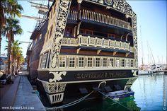 """Viejo barco español """"Santísima Trinidad""""en el puerto de Alicante España"""