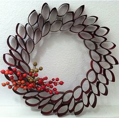 Here is a simple wreath made out of toilet paper roll.