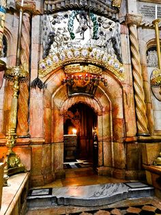 Entrance To The Tomb of Jesus: Jerusalem Hidden Places, Secret Places, Places To See, Holy Art, Terra Santa, Israel Travel, Israel Trip, Place Of Worship, Pilgrimage