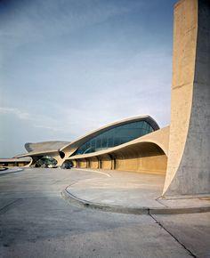 AIRPORT   TWA Departure Lounge. Eero Saarinen. 1961. #TWA #Concrete #Departure #Lounge #Seating #1961 #Exterior #Design #Eero #Saarinen #JFK [ok]