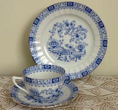 """Alman Bavaria yapımı, SELTMAN WEIDEN marka, çok şık mavi-beyaz """"China Blue"""" desenlerle süslenmiş trio fincan takımı 75,00 TL"""