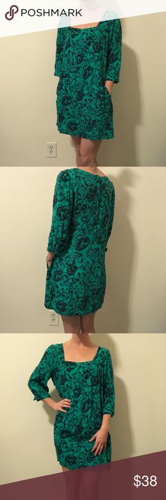 Maeve Anthropologie Green Printed Pocketed Dress Maeve by Anthro green dress with a print all over- pockets in the front and sleeves with button closures but the buttons are not there. The arms were too tight and I removed them! Super cute and is not lined. Size 6. Anthropologie Dresses