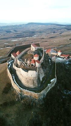 Have you ever wondered what is Transylvania famous for? Discover the mysteries of Transylvania in an invitation to travel to the heart of Eastern Europe. Beautiful Castles, Beautiful Buildings, Beautiful Places, Chateau Moyen Age, Transylvania Romania, Visit Romania, Romania Travel, Beau Site, Monuments