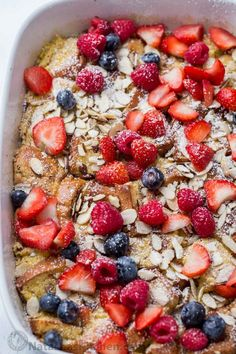 French Toast Casserole with almonds, berries and a cream cheese drizzle. We incl. - French Toast Casserole with almonds, berries and a cream cheese drizzle. We included a make-ahead b - Overnight Oats, Overnight French Toast, French Toast Bake, French Toast Casserole, What's For Breakfast, Christmas Breakfast, Breakfast Dishes, Christmas Brunch, Vegetarian Breakfast Recipes