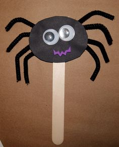 Spider puppet Bug Crafts, Craft Stick Crafts, Craft Ideas, Halloween Crafts For Toddlers, Toddler Crafts, Preschool Crafts, Spider Art Preschool, The Very Busy Spider, Spider Crafts