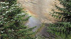 Een regenboog van een waterval tijdens een huttentochtwandeling in Zwitserland 2010. Onderweg naar de hut Poncione di Braga (2000m) in kanton Tessin - by Rob van Roemburg