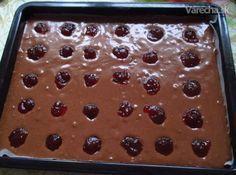 Plnený perník...Je to recept na liaty perník, ktorý robíme počas celého roka, keď nám príde na chuť. Dnes som ho naplnila ríbezľovým lekvárom a poliala mliečnou čokoládou. Zmizol zo stola skôr, ako som ho stihla odfotiť hotový.