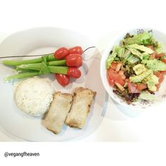 Special brunch: sajgonki with @beyondmeat Beyond beef inside ,plus: rice, salad and tulips you can actually eat.   www.vegan-gf-heaven.net