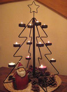 marycot: Decoración de Navidad (I) Christmas Tree Train, Metal Christmas Tree, Xmas Tree, All Things Christmas, Christmas Crafts, Pink Christmas Decorations, Christmas Centerpieces, Wire Crafts, Metal Crafts