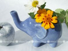 Petit vase of blue e
